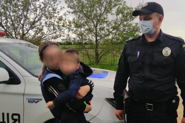 На Миколаївщині поліція шукала хлопчика. А він у той час спав у шафі