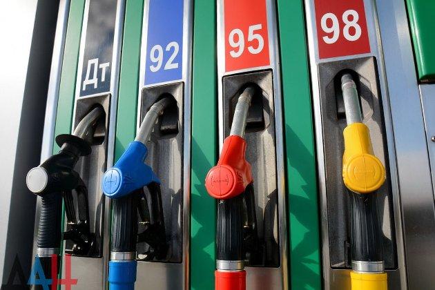 У Мінекономіки кажуть, що уряд не обмежував ціни на преміальне паливо