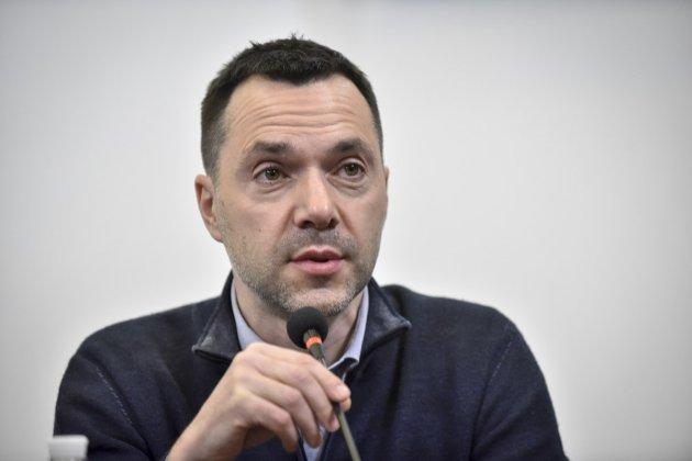 Арестович припустив, що штрафи за в'їзд із ОРДЛО через РФ можуть скасувати влітку