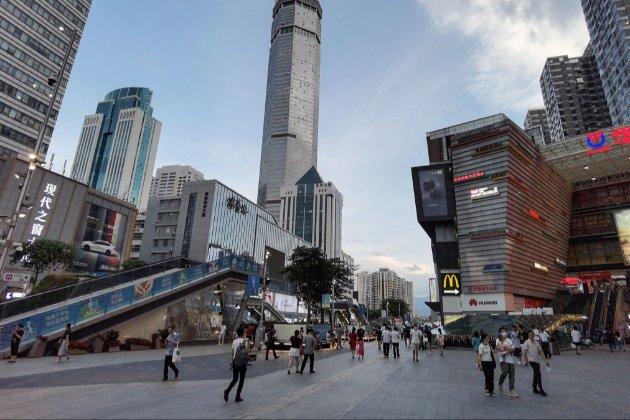 У Китаї почав розхитуватись 350-метровий хмарочос. Люди у паніці розбіглися