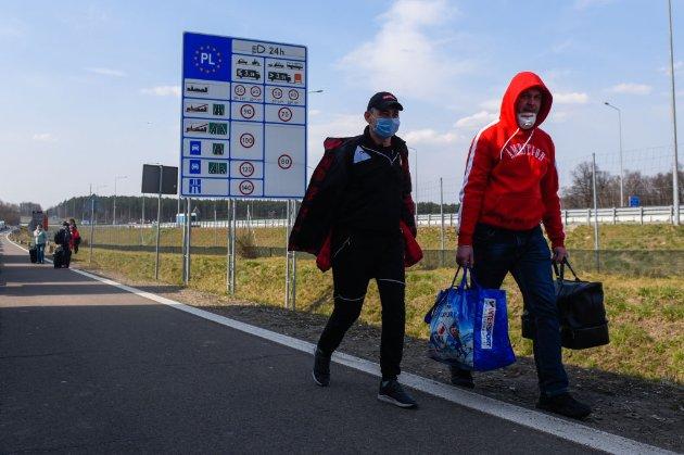 Польща вакцинуватиме заробітчан з України просто на кордоні