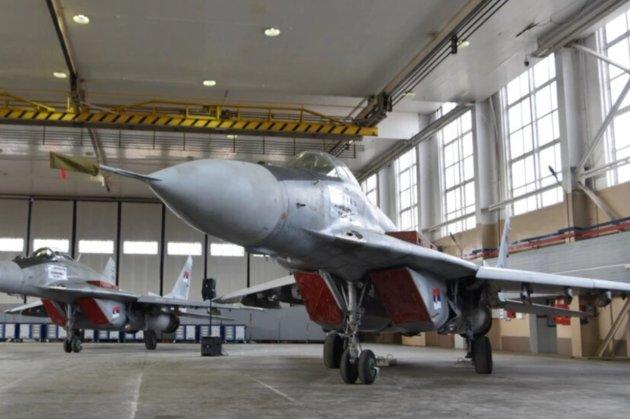 Український літак перевозив винищувачі з підсанкційної Білорусі до Сербії через територію ЄС — ЗМІ