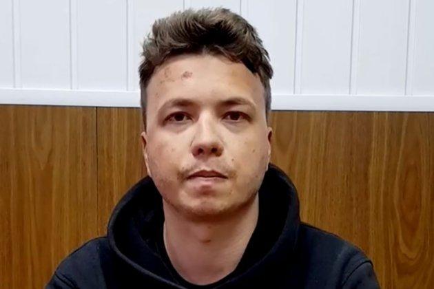 Батьки затриманого Романа Протасевича переконані, що до їхнього сина застосовували насильство