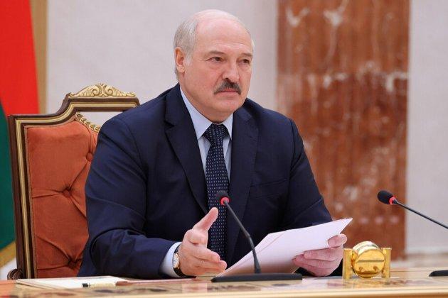 Лукашенко готовий встановити на кордоні Білорусі намети для вакцинації громадян ЄС і України