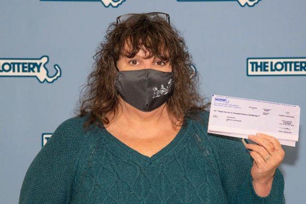 Американка виграла $1 млн у лотерею, але викинула квиток у смітник. Їй його повернули