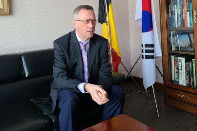 Бельгія відкликає посла з Кореї після того, як його дружина напала на працівницю магазину