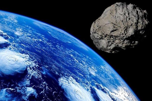 Сьогодні повз Землю пролетить астероїд 2021 KT1 розміром з Ейфелеву вежу