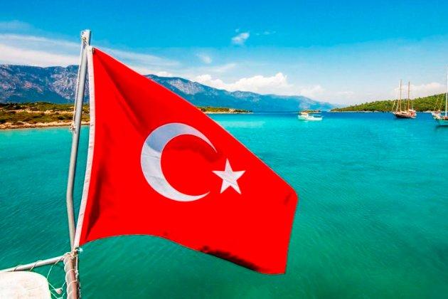 Туреччина повертає обов'язкові ПЛР-тести для українських туристів