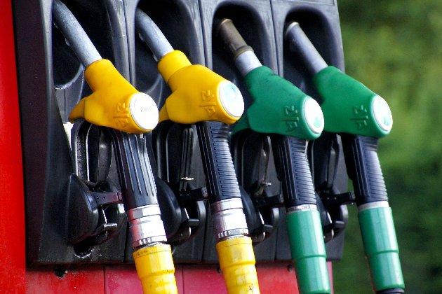 Кабмін підняв граничну ціну літра бензину і дизпалива
