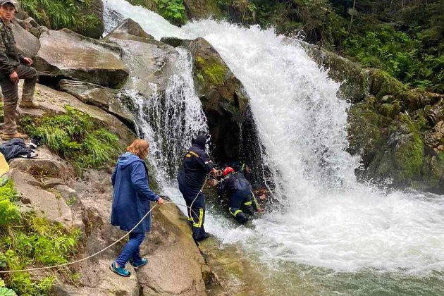 Під час екскурсії на Львівщині дитина впала у водоспад. Вона загинула