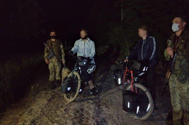 Двоє німців незаконно перетнули кордон на велосипедах, бо думали, що Україна в Євросоюзі