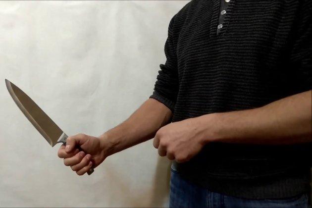 У Китаї невідомий з ножем напав на перехожих. Є загиблі та поранені