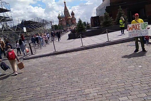 У Москві біля мавзолею затримали пікетувальника, який закликав Леніна прокинутися
