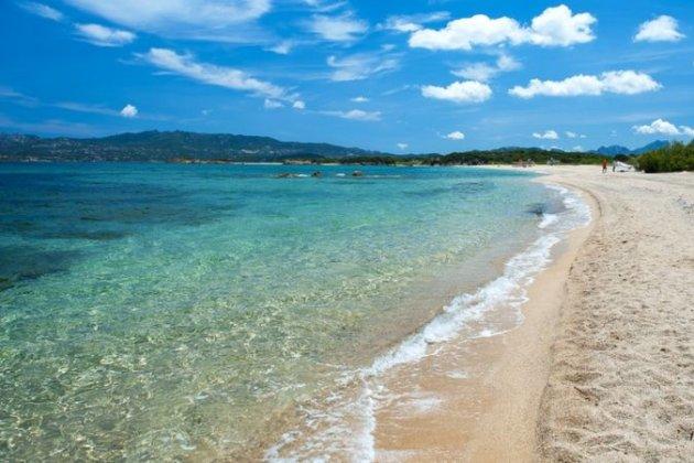 3 000 євро. Десяткам людей на Сардинії загрожують штрафи за крадіжку піску та черепашок з пляжу