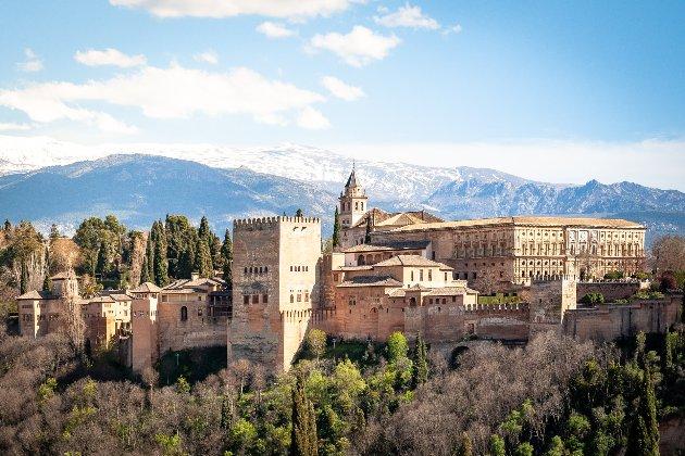 Іспанія відкриває кордони для вакцинованих від коронавірусу туристів