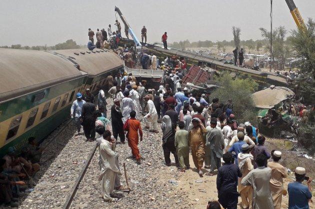 У Пакистані зіткнулися два потяги. Внаслідок аварії загинули понад 30 людей
