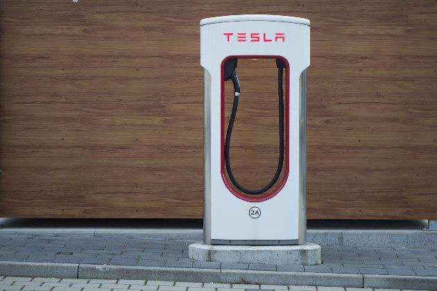 Ілон Маск скасував вихід найшвидшої моделі автомобіля Tesla