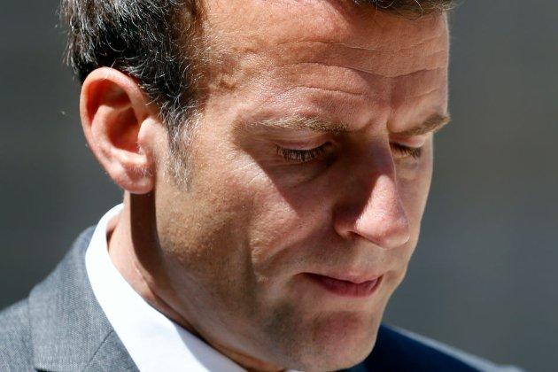 «Геть Макронію!» Президенту Франції дали ляпаса на зустрічі з виборцями (відео)