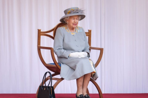 Королева Єлизавета посвятила у лицарі розробників вакцини AstraZeneca