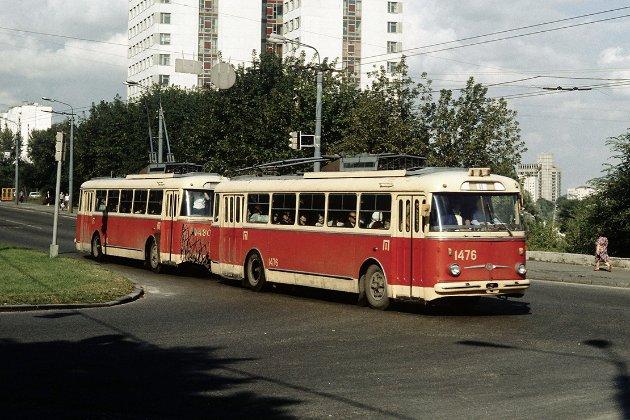 Фотоісторія. В цей день у 1966 році в Києві запустили перший у світі тролейбусний потяг винахідника Володимира Веклича