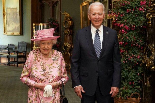 «Чудова розмова». Байден порівняв королеву Єлизавету зі своєю мамою