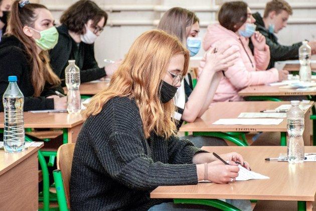Після навчання в університетах українці складають англійську гірше, ніж одразу після школи (інфографіка)