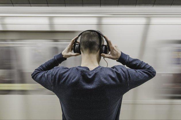 Залитися по вуха! Японці винайшли навушники для вимірювання рівня алкоголю в організмі