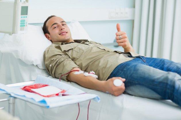 У Великій Британії геям та бісексуалам спростили процедуру здачі донорської крові