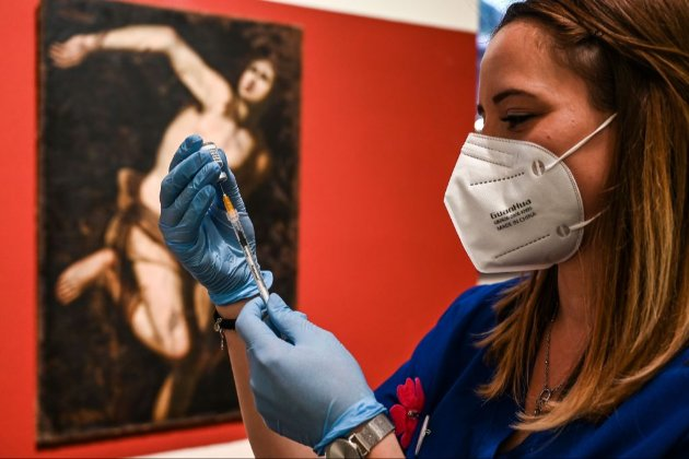 В Італії дозволили змішувати вакцини від СOVID-19