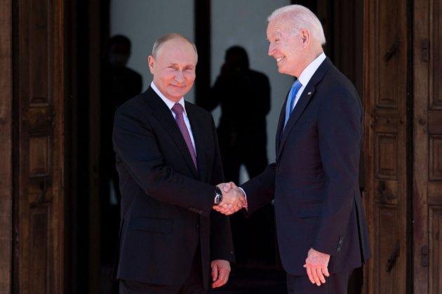 Потиснули руки. В Женеві розпочалася зустріч Байдена і Путіна