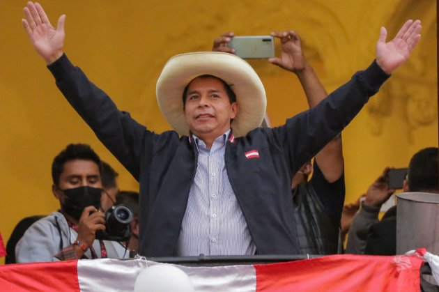 На президентських виборах у Перу переміг колишній шкільний учитель