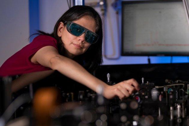 Ультраплівка з нанокристалами перетворюватиме звичайні окуляри на прилад нічного бачення