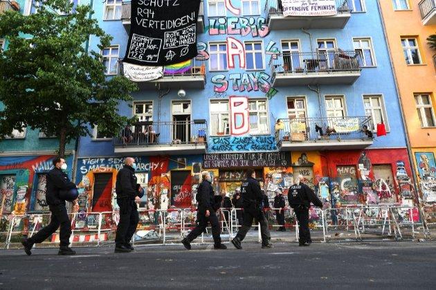 У Берліні закидали камінням 60 поліцейських, які прийшли проінспектувати будинок