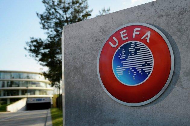 УЄФА пригрозила штрафами за пересування спонсорських напоїв на пресконференціях