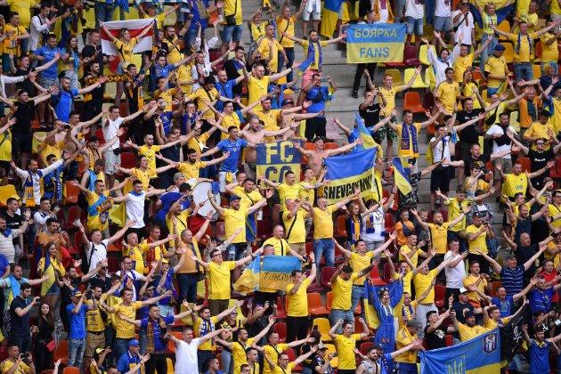 У Росії образилися на «Путін — х**ло» та вимагають в УЄФА покарати українських вболівальників