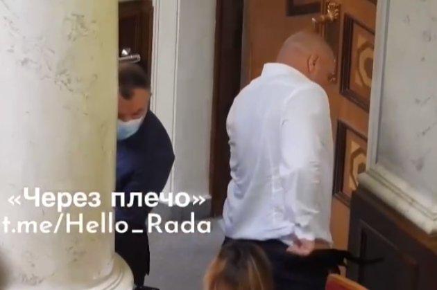 Соромно! Кива спустив штани перед жінкою в Верховній Раді (відео)