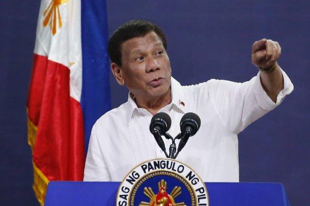 Президент Філіппін пригрозив громадянам позбавленням волі за відмову від вакцинації