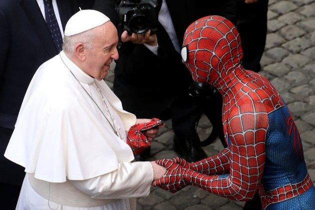 Фото дня. Папа Римський зустрівся з Людиною-павуком