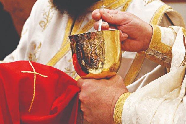 У Греції священика позбавили сану за зберігання кокаїну. Під час церковного суду він облив суддів кислотою