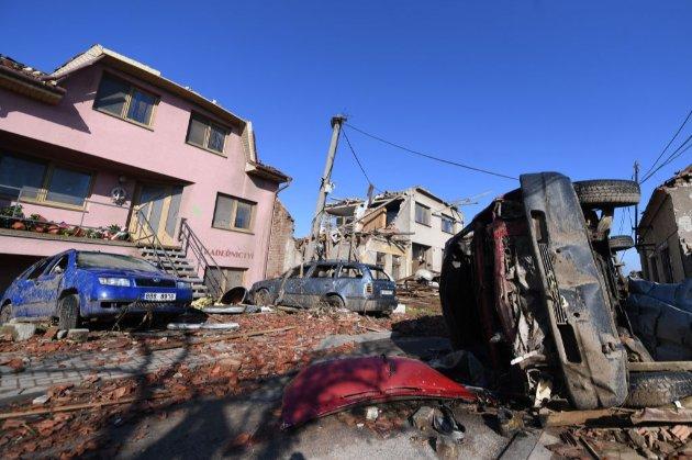Справжнє пекло. Внаслідок торнадо в Чехії частину сіл зрівняло з землею, кількість жертв зросла до п'яти осіб