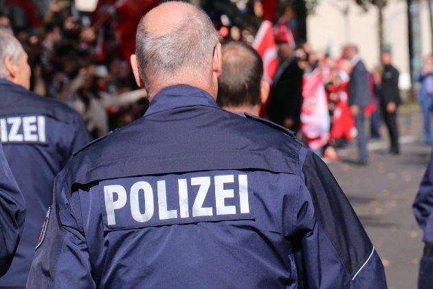 У Німеччині чоловік із ножем напав на перехожих. Є загиблі та поранені