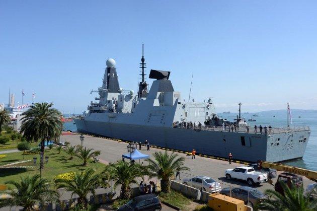 Британський есмінець Defender, який нібито обстріляла Росія, пришвартувався в Батумі