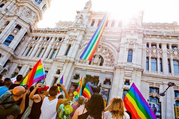 «Гендерне самовизначення». В Іспанії можуть дозволити змінювати стать після 14 років