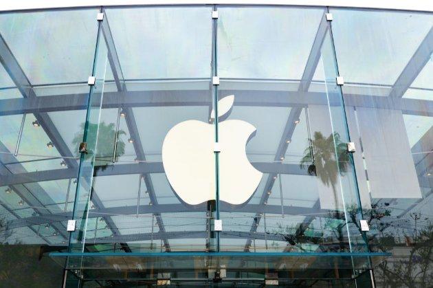 Apple починає самостійно ввозити техніку в Україну та контролювати дилерів в країні