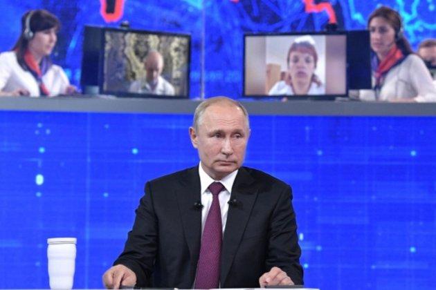 Путін назвав українську владу недружньою, але від зустрічі із Зеленським не відмовився