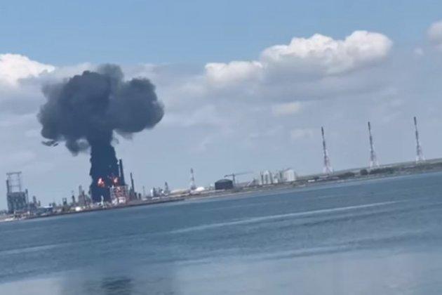 У Румунії стався вибух на найбільшому нафтопереробному заводі країни (відео)