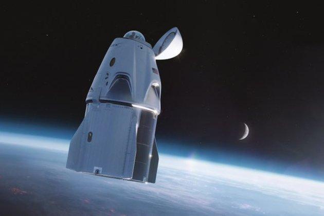 На космічному кораблі Crew Dragon обладнали туалет з 360-градусним оглядом