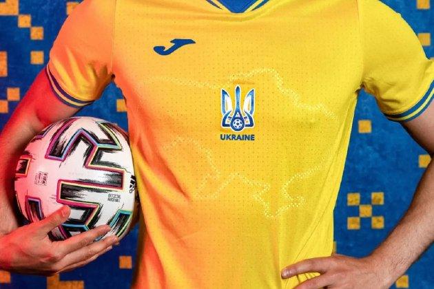 Англійська телеведуча назвала карту України на формі збірної «брудною плямою»