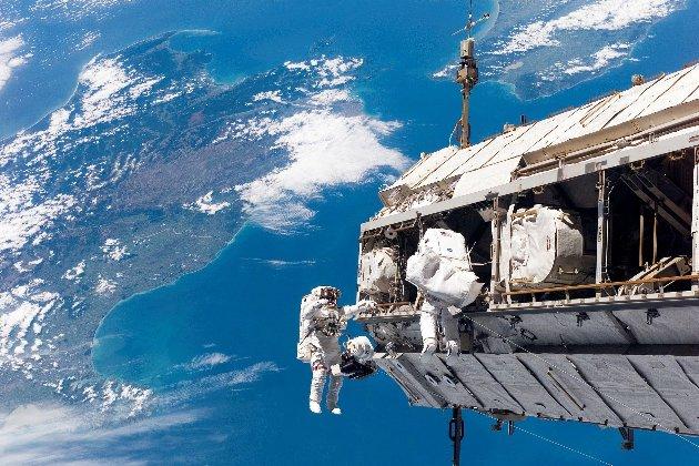 Китайські космонавти вперше за 13 років здійснили вихід у відкритий космос