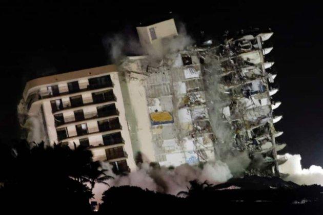 Обвал багатоповерхівки у Маямі. Залишки будівлі знищили вибухом (відео)